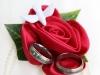 Hochzeitsringe und Rose